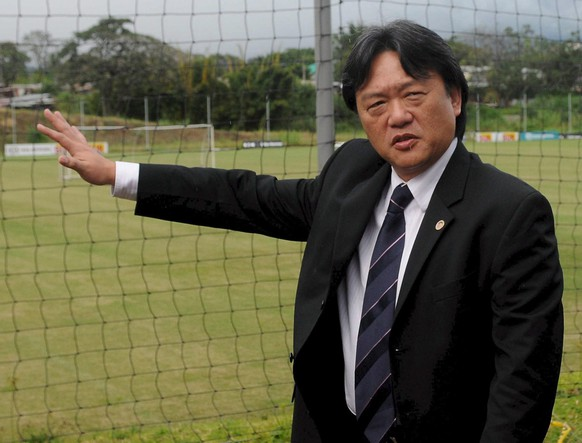 epa04769548 (FILE) A file photo dated 02 December 2008 of Costa Rican Soccer Federation President Eduardo Li in San Jose, Costa Rica, during a tour of  the 'Proyecto Goal' which was funded by FIFA. Swiss police arrested FIFA officials early 27 May 2015 in Switzerland for extradition to the United States where they are to face corruption charges. The New York Times (NYT) said the arrests were carried out as officials from football's world governing body were gathered at the Baur au Lac hotel ahead of their annual congress on 29 May when the authorities raided the premises. The charges they face include racketeering and money laundering in connection with alleged corruption in FIFA including World Cup bids and broadcasting deals, the report quoted law enforcement officials as saying.  Those detained included Eduardo Li, president of the Costa Rican football federation, NYT said.  EPA/JEFFREY ARGUEDAS