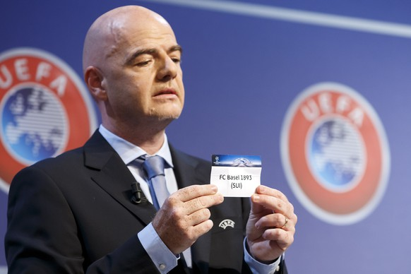 UEFA General Secretary Gianni Infantino shows a ticket of Swiss club FC Basel, during the drawing of the games for the Champions League 2015/16 play-offs, at the UEFA Headquarters in Nyon, Switzerland, Friday, August 7, 2015. (KEYSTONE/Salvatore Di Nolfi)