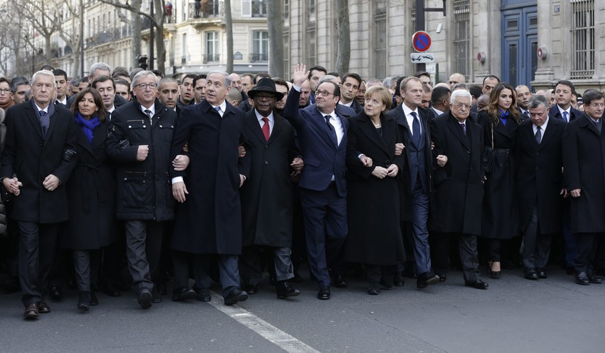 epa04555552 French President Francois Hollande is surrounded by heads of state as they attend the solidarity march (Marche Republicaine) in the streets of Paris, France, 11 January 2015. Three days of terror that ended on 10 January saw 17 people killed in attacks that began with gunmen invading French satirical magazine Charlie Hebdo and continued with the shooting of a policewoman and the siege of a Jewish supermarket.  EPA/PHILIPPE WOJAZER/POOL MAXPPP OUT