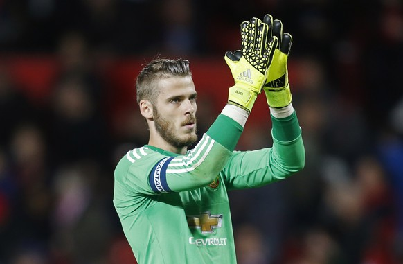 Football - Manchester United v Ipswich Town - Capital One Cup Third Round - Old Trafford - 23/9/15Manchester United's David de Gea applauds the fans at the end of the matchAction Images via Reuters / Ed SykesLivepicEDITORIAL USE ONLY. No use with unauthorized audio, video, data, fixture lists, club/league logos or