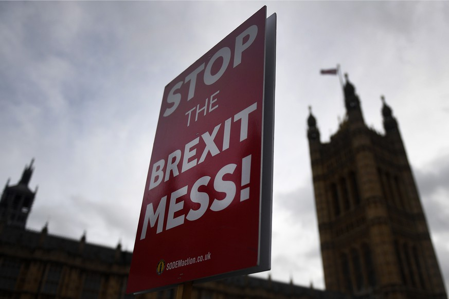 epa07197295 Pro EU protesters hold a placard that reads 'Stop the Brexit Mess' outside  Parliament in London Britain, 29 November 2018. Members of Parliament (MP's) are set to vote on British Prime Minister Theresa May's EU Brexit deal, 'The meaningful vote' which is the name given to Section 13 of the European Union (Withdrawal) Act 2018 and which takes place on 11 December 2018. Reports state her deal is likely to be voted down.  EPA/ANDY RAIN
