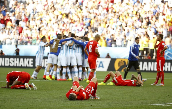 Switzerland players react after extra time in the 2014 World Cup round of 16 game between Argentina and Switzerland at the Corinthians arena in Sao Paulo July 1, 2014.  REUTERS/Kai Pfaffenbach (BRAZIL  - Tags: TPX IMAGES OF THE DAY SOCCER SPORT WORLD CUP)