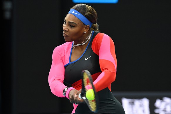 epa09015509 Serena Williams of the United States in action during her Quarter finals Women's singles match against Simona Halep of Romania on Day 9 of the Australian Open at Melbourne Park in Melbourne, Australia, 16 February 2021.  EPA/DAVE HUNT AUSTRALIA AND NEW ZEALAND OUT