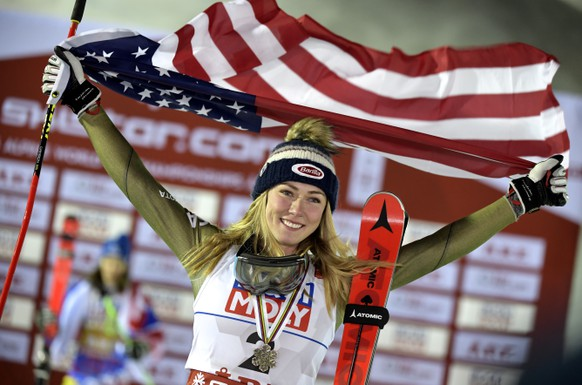 epa07370366 Third placed Mikaela Shiffrin of the USA reacts on the podium for the Women's Giant Slalom race at the FIS Alpine Skiing World Championships in Are, Sweden, 14 February 2019.  EPA/PONTUS LUNDAHL  SWEDEN OUT
