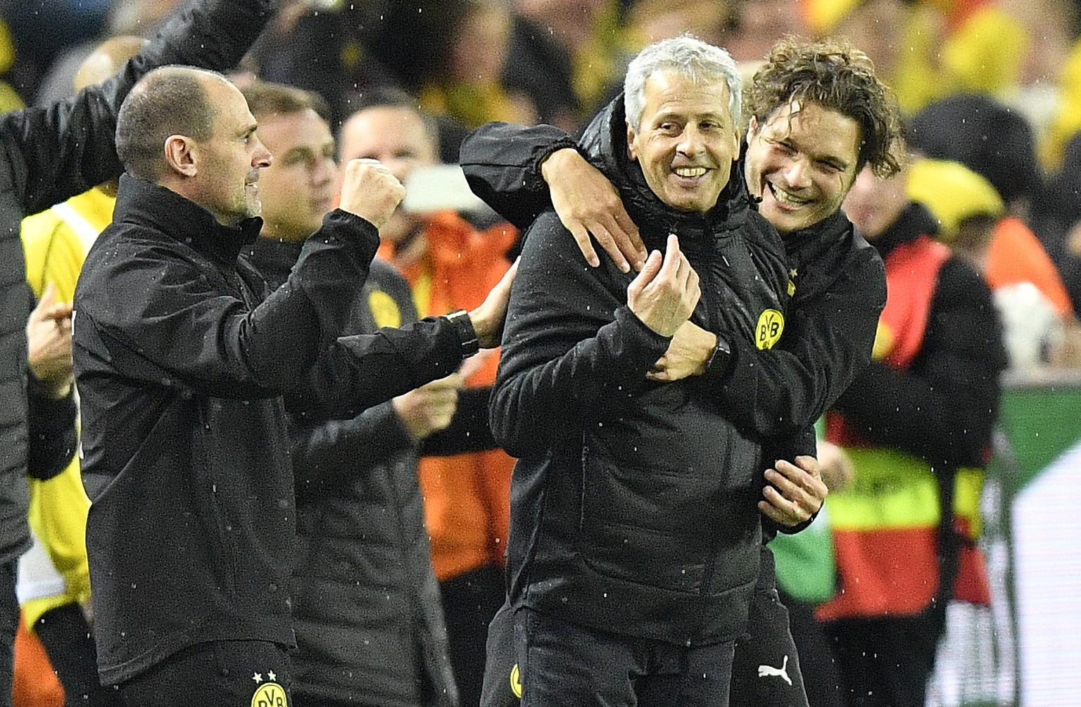 Dortmund coach Lucien Favre, celebrates with the bench after the German Bundesliga soccer match between Borussia Dortmund and Bayern Munich in Dortmund, Germany, Saturday, Nov. 10, 2018. Dortmund defeated Bayern with 3-2. (AP Photo/Martin Meissner)