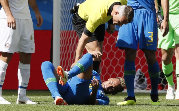 epa06830101 Neymar of Brazil reacts after being fouled during the FIFA World Cup 2018 group E preliminary round soccer match between Brazil and Costa Rica in St.Petersburg, Russia, 22 June 2018.  (RESTRICTIONS APPLY: Editorial Use Only, not used in association with any commercial entity - Images must not be used in any form of alert service or push service of any kind including via mobile alert services, downloads to mobile devices or MMS messaging - Images must appear as still images and must not emulate match action video footage - No alteration is made to, and no text or image is superimposed over, any published image which: (a) intentionally obscures or removes a sponsor identification image; or (b) adds or overlays the commercial identification of any third party which is not officially associated with the FIFA World Cup)  EPA/ETIENNE LAURENT   EDITORIAL USE ONLY