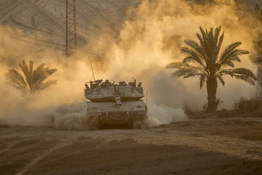 An Israeli Merkava tank rolls back from the Gaza Strip to an army deployment near Israel's border with the Palestinian enclave on August 4, 2014. Israel insisted there will be no end to its bloody military campaign in Gaza without achieving long-term security for its people, shunning increasingly vocal world demands for a truce. AFP PHOTO / JACK GUEZ