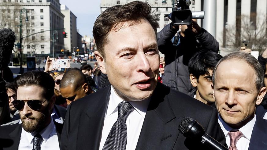 Tesla fällt wieder tief in die roten Zahlen