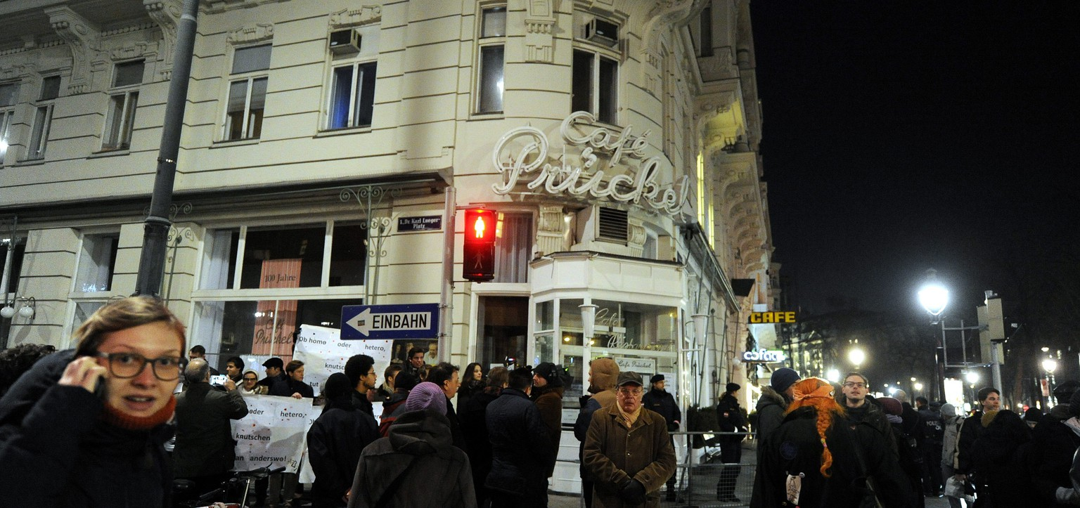epa04563874 People gather in front of Cafe Prueckel in a demonstration, in Vienna, Austria, 16 Januray 2015. A lesbian couple were expelled from the cafe after a kiss in the Cafe, the previous week.  EPA/HERBERT PFARRHOFER