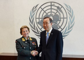 Major General Kristin Lund of Norway (L) shakes hands with United Nations Secretary General Ban Ki-Moon on May 12, 2014 at UN headquarters in New York. Major General Lund has been appointed as the new head of the UN military peacekeeping force in Cyprus (UNFICYP), and will be the first ever female military commander of a UN peacekeeping force. AFP PHOTO/Stan HONDA
