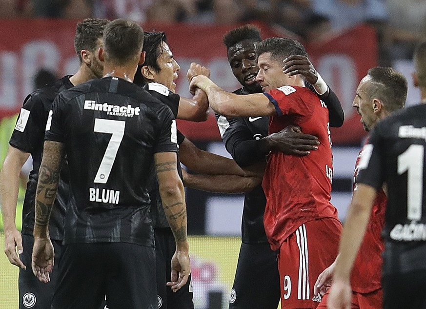 Munich's Robert Lewandowski, right, has an argument with Frankfurt players during a soccer Supercup match between Eintracht Frankfurt and Bayern Munich In Frankfurt, Germany, Sunday, Aug.12, 2018. (AP Photo/Michael Probst)