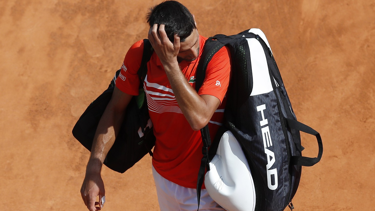 epa07515836 Novak Djokovic of Serbia leaves the court after losing his quarterfinal match against Daniil Medvedev of Russia at the Monte-Carlo Rolex Masters tournament in Roquebrune Cap Martin, France, 19 April 2019.  EPA/SEBASTIEN NOGIER