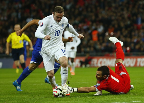 England's Wayne Rooney (L) is denied by San Marino's Davide Simoncini during their Euro 2016 qualifying soccer match at Wembley Stadium in London October 9, 2014. REUTERS/Eddie Keogh (BRITAIN - Tags: SPORT SOCCER)