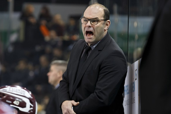 Geneve-Servette's Head coach Craig Woodcroft shouts against his players, during a National League regular season game of the Swiss Championship between Geneve-Servette HC and EHC Biel-Bienne, at the ice stadium Les Vernets, in Geneva, Switzerland, Tuesday, January 9, 2018. (KEYSTONE/Salvatore Di Nolfi)