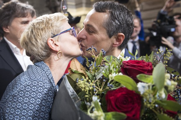 epa06215101 The newly elected Federal Councilor Ignazio Cassis is kissed by his wife Paola Cassis after his election to the Federal Council by the United National Assembly, in the National Council in Berne, Switzerland, 20 September 2017.  EPA/MARCEL BIERI