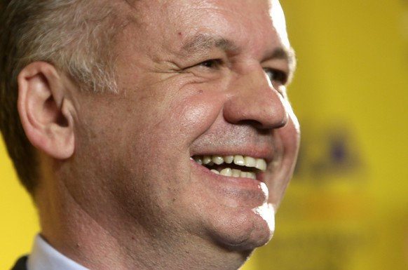 Slovakia's presidential candidate Andrej Kiska smiles during a news conference at his party headquarters after the first unofficial results showed he won the presidential run-off elections in Bratislava March 29, 2014. Philanthropist and former businessman Kiska took a wide lead over Prime Minister Robert Fico in Slovakia's presidential election, partial results of the second election round showed on Saturday. REUTERS/David W Cerny (SLOVAKIA - Tags: POLITICS ELECTIONS)