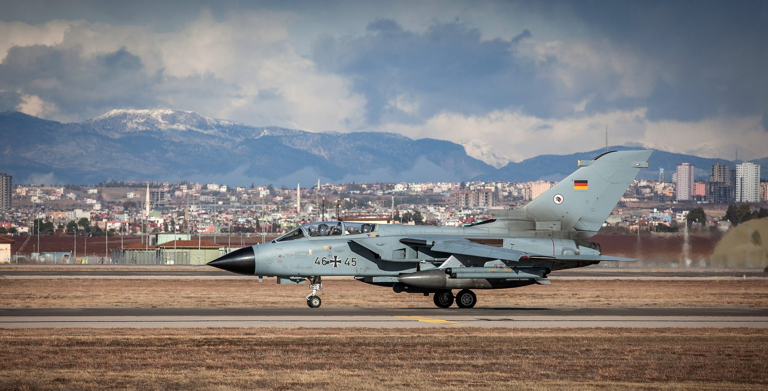 epa05092830 A handout made available by the German Armed Forces (Bundeswehr) dated 08 January 2016 shows a Recce Tornado of the German Armed Forces taking off for its first operational flight at an air base in Incirlik, Turkey.  EPA/Falk Baerwald / BUNDESWEHR / HANDOUT FOR USE ONLY IN CONNECTION WITH CURRENT REPORTING HANDOUT EDITORIAL USE ONLY/NO SALES