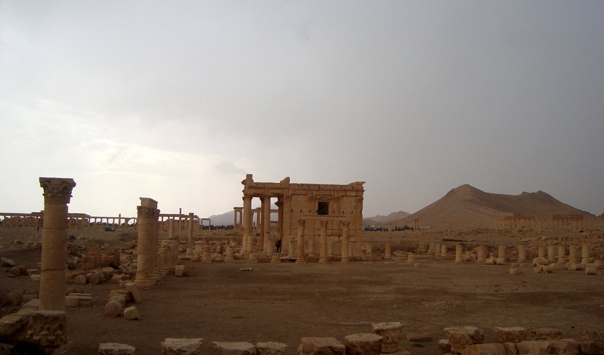 A general view shows the temple of Baal Shamin in the historical city of Palmyra, Syria October 25, 2009. Islamic State's demolition of an renowned ancient Roman temple in the Syrian city of Palmyra is a war crime that targeted an historic symbol of the country's diversity, the U.N. cultural agency UNESCO said on August 24, 2015. Ultra hardline Islamic State militants blew up the temple of Baal Shamin on August 23, 2015, Syria's antiquities chief Maamoun Abdulkarim said, describing the destruction of one of the most important sites in the central city. Picture taken October 25, 2009. REUTERS/Stringer