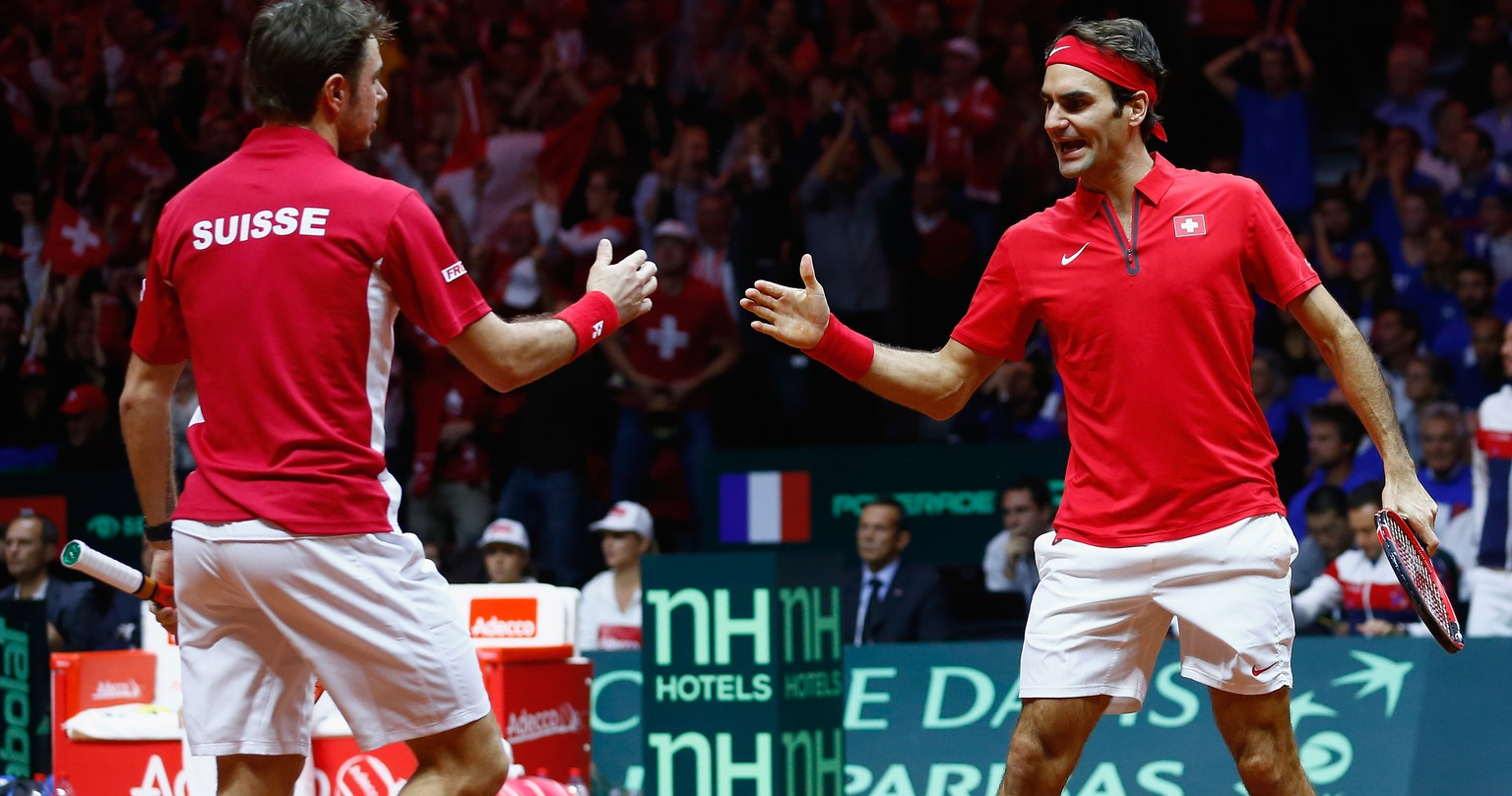 LILLE, FRANCE - NOVEMBER 22:  Roger Federer of Switzerland and Stanislas Wawrinka of Switzerland celebrate a point against Richard Gasquet of France and Julien Benneteau of France in the doubles during day two of the Davis Cup Tennis Final between France and Switzerland at the Stade Pierre Mauroy on November 22, 2014 in Lille, France.  (Photo by Julian Finney/Getty Images)