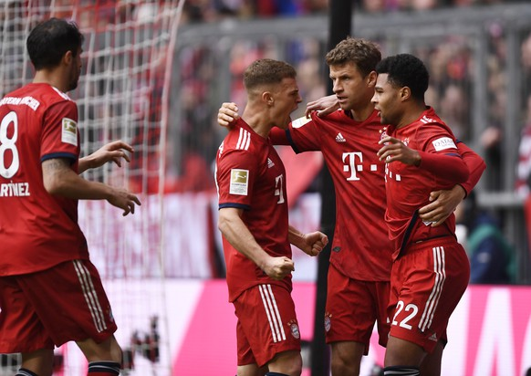 epa07424776 Bayern's Joshua Kimmich (L-R), Bayern's Thomas Mueller and Bayern's Serge Gnabry celebrate during the German Bundesliga soccer match between Bayern Munich and VfL Wolfsburg in Munich, Germany, 09 March 2019.  EPA/LUKAS BARTH-TUTTAS (DFL regulations prohibit any use of photographs as image sequences and/or quasi-video)
