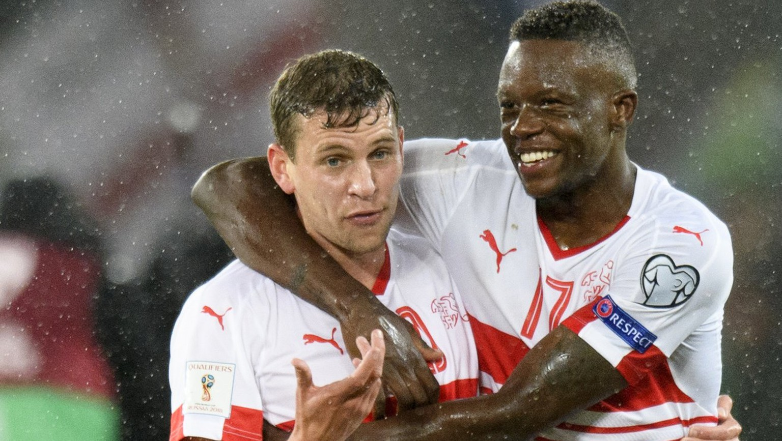 epa06319160 Switzerland's players Fabian Frei, left, and Denis Zakaria, right, celebrate after winning the 2018 Fifa World Cup play-offs first leg soccer match Northern Ireland against Switzerland at Windsor Park, in Belfast, Northern Ireland, Britain, Thursday, November 9, 2017.  EPA/LAURENT GILLIERON