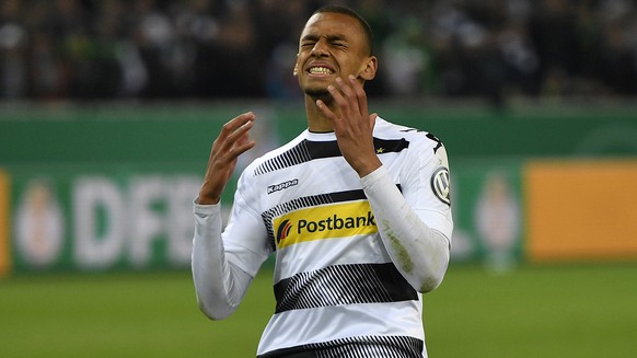 Moenchengladbach's Djibril Sow reacts after he missed to score his penalty during the German Soccer Cup semifinal match between Borussia Moenchengladbach and Eintracht Frankfurt in Moenchengladbach, Germany, Tuesday, April 25, 2017. Borussia was defeated by Frankfurt with 6-7 after penalties. (AP Photo/Martin Meissner)