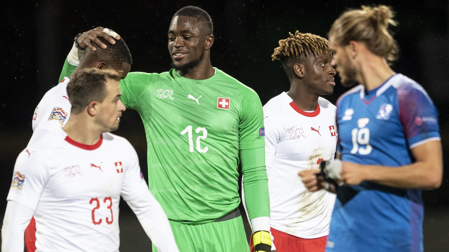 Switzerland's goalkeeper Yvon Mvogo, center, reacts after the UEFA Nations League soccer match between Iceland and Switzerland at the Laugardalsvoellur stadium in Reykjavik, Iceland, on Monday, October 15, 2018. (KEYSTONE/Ennio Leanza)