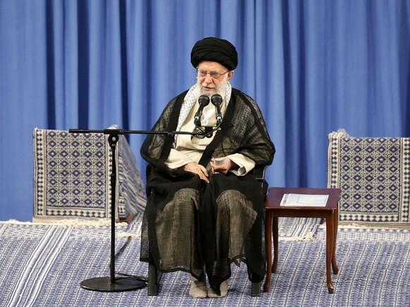 Feinde wollten Zwietracht säen, doch sie seien gescheitert und ihre Strategie werde unwirksam bleiben, schrieb Chamenei am Montag im Kurzbotschaftendienst Twitter. Er nahm Bezug auf die Spannungen im Irak. (Archivbild)