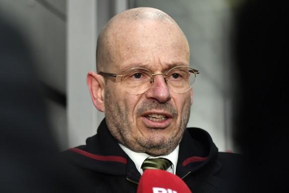 Markus Leimbacher, Anwalt der Angehoerigen beantwortet Fragen beim Prozess um den Vierfachmord von Rupperswil vor dem Bezirksgericht Lenzburg in Schafisheim (AG) am Dienstag, 13. Maerz 2018.  (KEYSTONE/Walter Bieri)