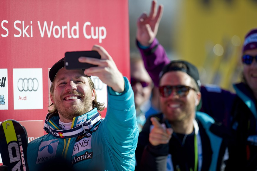 epa04653235 Norwegian Kjetil Jansrud (left) in confident mood as he takes a selfie in the finish area as he leads the field after his run during the Men's Super-G race at the FIS Alpine Skiing World Cup in Kvitfjell, Norway, 8 March 2015.  EPA/STF