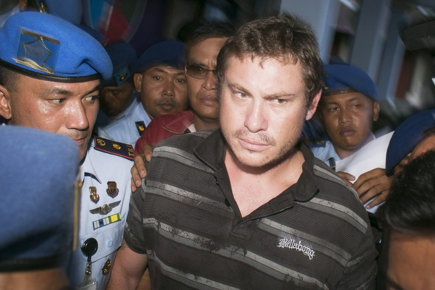epa04179581 Australian Matt Christopher, 28,  is escorted by Indonesian Air Force army personnel at Ngurah Rai International Airport in Kuta, Bali   April 25th 2014.   Lockey, of Queensland,  was detained after banging on the cockpit door of a Virgin Australia plane flying to Bali causing a hijacking scare.  EPA/Johannes P Christo