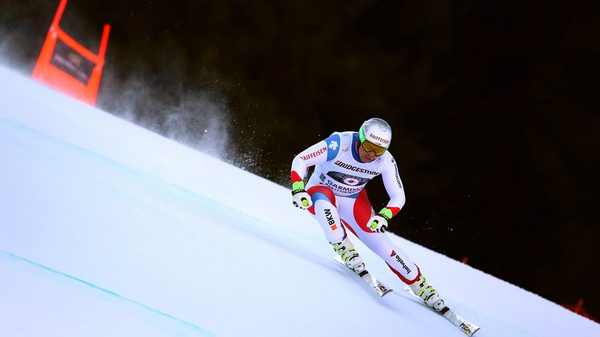 epa05135127 Beat Feuz of Switzerland speeds down the slope during the Men's Downhill race at the FIS Alpine Skiing World Cup in Garmisch Partenkirchen, Germany, 30 January 2016.  EPA/KARL-JOSEF HILDENBRAND