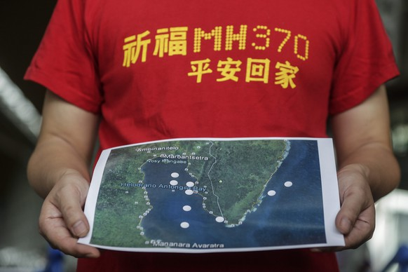 epa05657543 MH370 next-of-kin Jiang Hui from China holds a map during a press conference at Kuala Lumpur International Airport in Sepang, Malaysia, 03 December 2016, before their trip to Madagascar. Family members of passengers onboard Malaysia Airlines Flight MH370, Malaysian Grace Subathirai Nathan, Jiang Hui and Bai Shuan Fu of China, mounted a debris-hunting trip to Madagascar aimed at searching for clues to what happened to the plane that went missing on 08 March 2014 while en route from Kuala Lumpur to Beijing with 239 people on board. Investigators have identified debris collected, believed to belong to the wreckage of the missing airliner, all found off Africa's east coast. In a Facebook statement, Malaysian Grace Subathirai Nathan said the relatives will travel to Madagascar to further the search with six other next-of-kin.  EPA/FAZRY ISMAIL