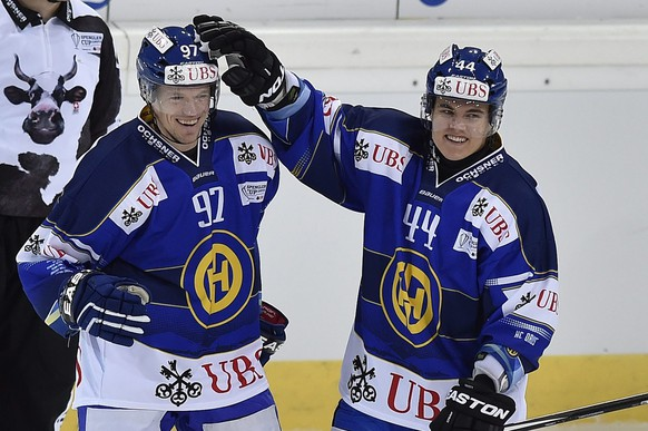 epa04542960 Davos' Nicklas Danielsson, left, and Ville Koistinen celebrate their first scores during the game between Switzerland's HC Davos and Russia's HC Salavat Yulaev Ufa in the semi final game at the 88th Spengler Cup ice hockey tournament in Davos, Switzerland, Tuesday, December 30, 2014.  EPA/PETER SCHNEIDER