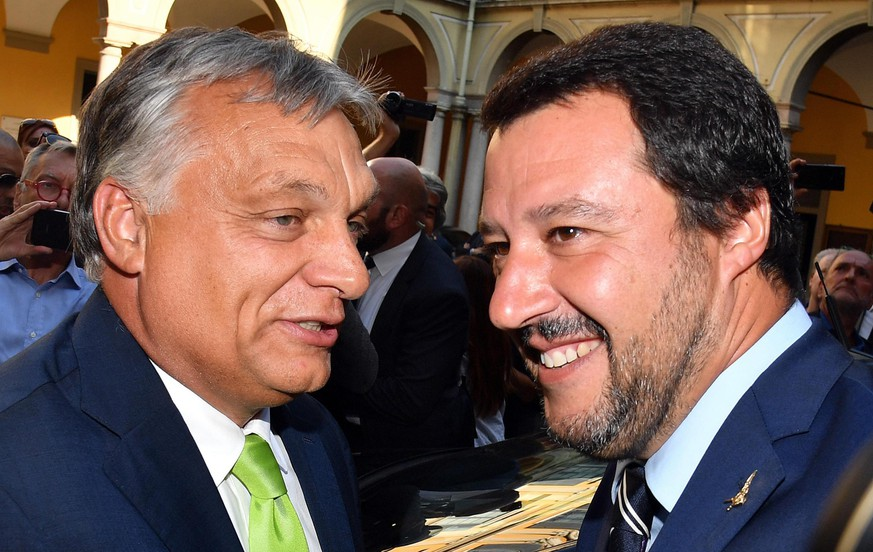 epa06978989 Italian Interior Minister Matteo Salvini (R) with Hungarian Prime Minister, Viktor Orban (L), during their meeting at the Prefecture of Milan, Italy, 28 August 2018.  EPA/DANIEL DAL ZENNARO