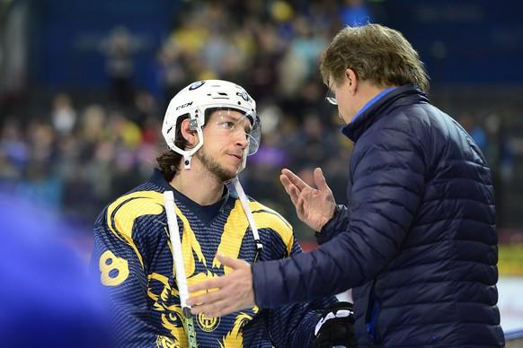 20.02.2016; Zug; Eishockey NLA EV Zug -  HC Davos; Alexandre Picard (Davos) und Trainer Arno del Curo (Davos) (Daniela Frutiger/Freshfocus)