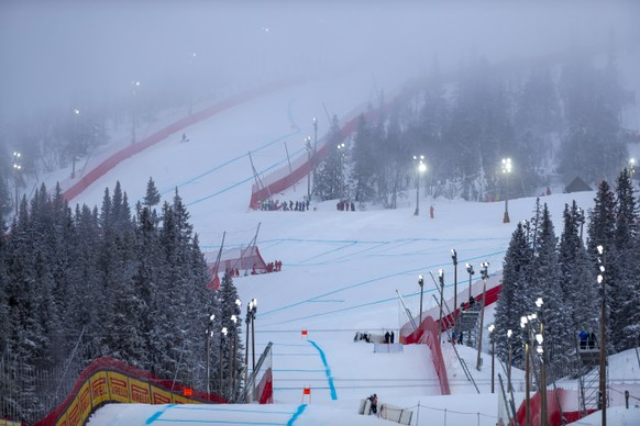 epa07354893 General view of the slope prior to the Men's Downhill race at the FIS Alpine Skiing World Championships in Are, Sweden, 09 February 2019. The start of the race is postponed due to fog.  EPA/VALDRIN XHEMAJ