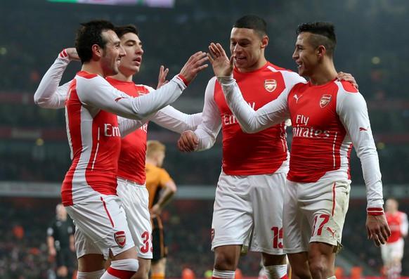 epa04546712 Arsenal's Alexis Sanchez (R) celebrates with team-mates after scoring the 2-0 goal during the English FA Cup third round match between Arsenal FC and Hull City FC at Emirates Stadium in London, Britain, 04 January 2015.  EPA/KIERAN GALVIN DataCo terms and conditions apply http://www.epa.eu/files/Terms%20and%20Conditions/DataCo_Terms_and_Conditions.pdf