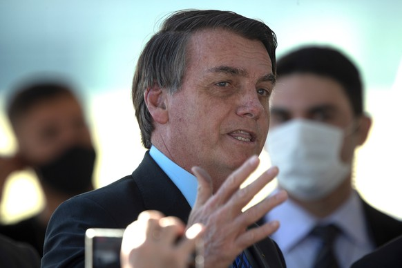 epa08462826 Brazilian President Jair Bolsonaro speaks to his supporters without a mask, in breach of the decree on the mandatory use of masks to protect against the coronavirus, at the Palacio do Alvorada, headquarters of the presidency, in Brasilia, Brazil, 03 June 2020.  EPA/Joédson Alves