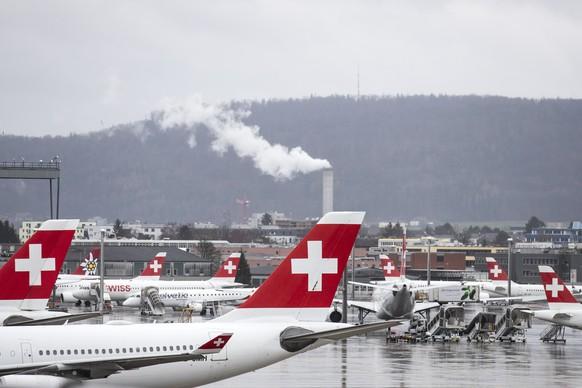 Swiss Flugzeuge am Flughafen Zuerich, am Dienstag, 10. Maerz 2020. Am Flughafen Zuerich herrscht wegen des Coronavirus derzeit ungewohnte Ruhe. (KEYSTONE/Alexandra Wey)
