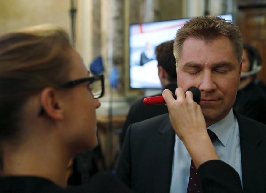 Swiss People's Party (SVP) President Toni Brunner has make-up applied before a TV debate in the Swiss Parliament building in Bern, Switzerland October 18, 2015. The anti-immigration Swiss People's Party (SVP) won the biggest share of the vote in Sunday's national parliamentary elections, initial projections showed, keeping pressure on Bern to introduce quotas on people moving from the European Union. REUTERS/Ruben Sprich