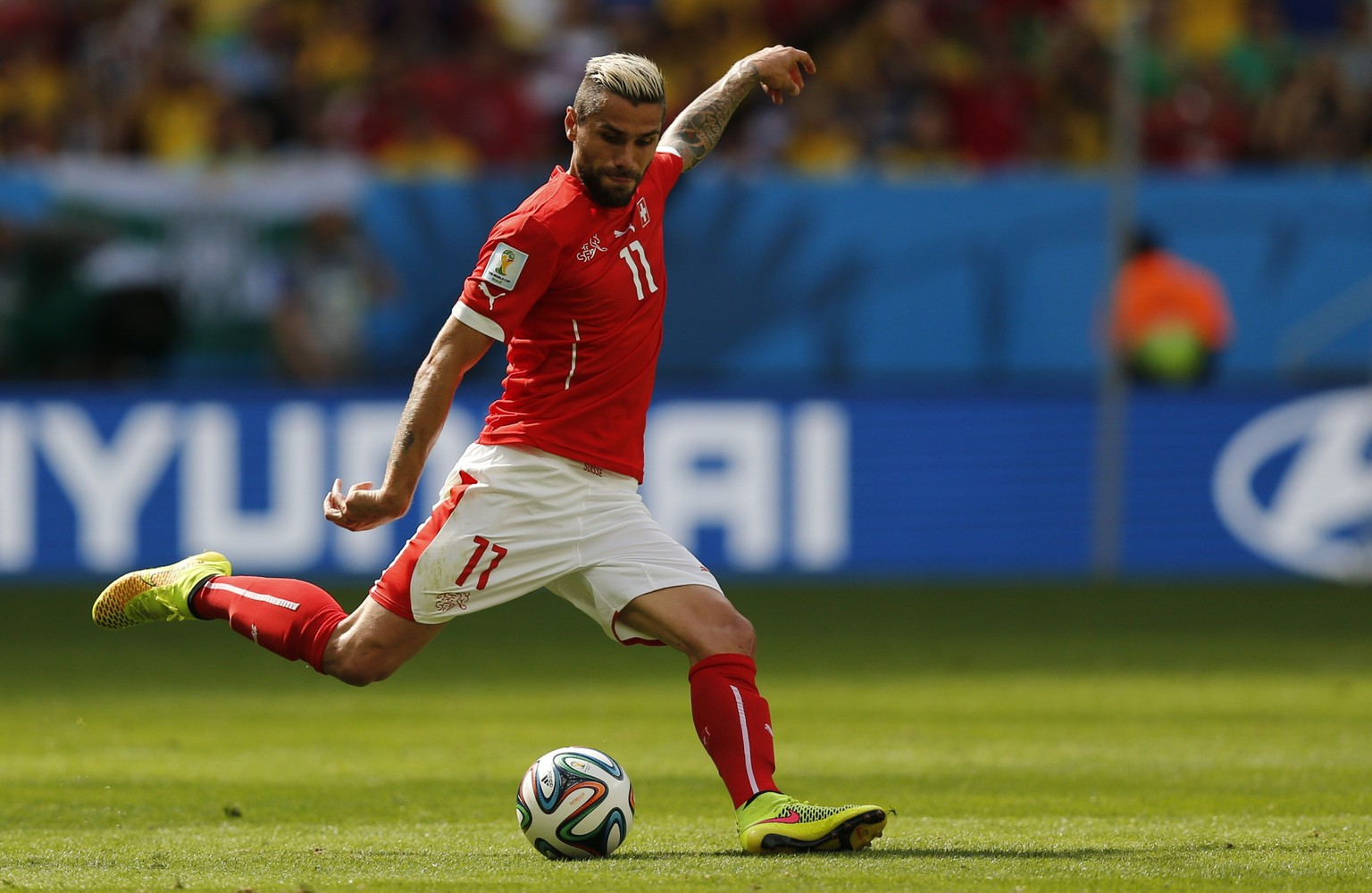 Switzerland's Valon Behrami  kicks the ball during their 2014 World Cup Group E soccer match against Ecuador at the Brasilia national stadium in Brasilia, June 15, 2014. REUTERS/Ueslei Marcelino (BRAZIL  - Tags: SOCCER SPORT WORLD CUP)