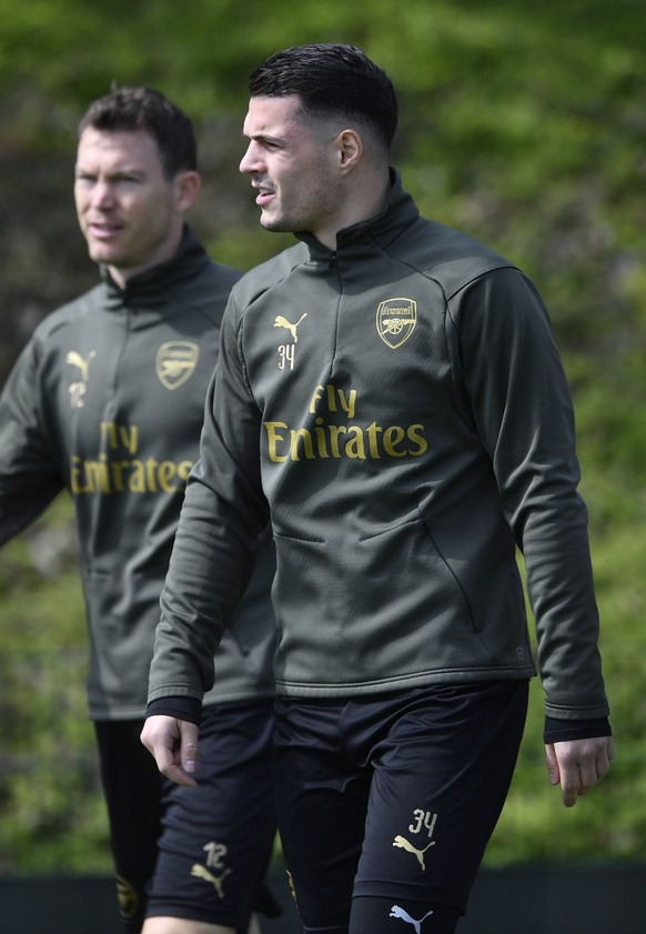 epa07496097 Arsenal's Stephan Lichtsteiner (L) and Granit Xhaka (R) trains ahead of the UEFA Europa League soccer Quarter-final second leg match between Arsenal and Napoli at the team training facility in London Colney, Britain, 10 April 2019.  EPA/NEIL HALL