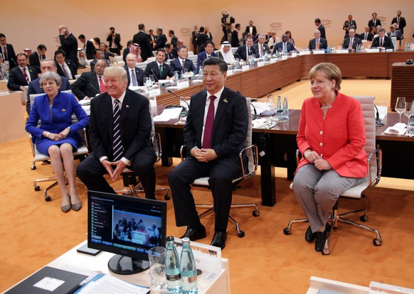 epa06073012 (R-L) German Chancellor Angela Merkel,  Chinese President Xi Jinping, US President Donald J. Trump and Britain's Prime Minister Theresa May (C) pose prior to the opening session of the G20 summit in Hamburg, Germany, 07 July 2017. The G20 Summit (or G-20 or Group of Twenty) is an international forum for governments from 20 major economies. The summit is taking place in Hamburg 07 to 08 July 2017.  EPA/THORSTEN GUTSCHALK / POOL