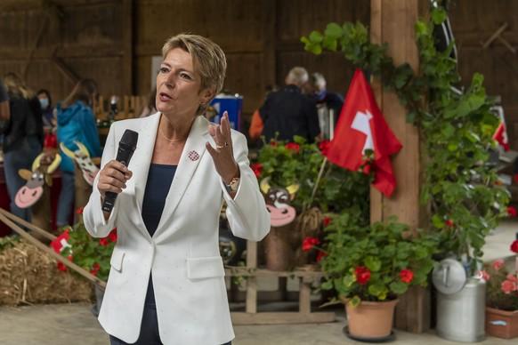 Bundesraetin Karin Keller-Sutter spricht am Nationalfeiertag an einem Bauernbrunch auf dem Fohrenhof in Kleinwangen, am Sonntag, 1. August 2021. (KEYSTONE/Georgios Kefalas)