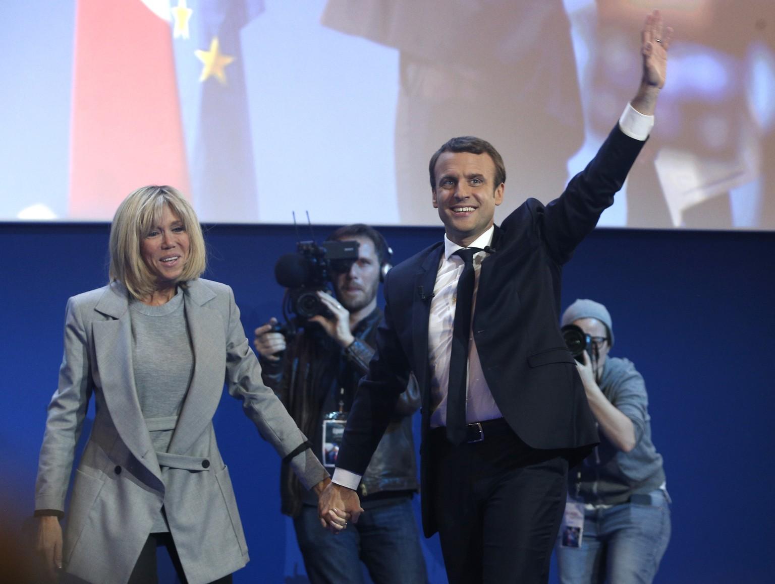 Le Pen lässt vor Stichwahl Vorsitz der Front National ruhen