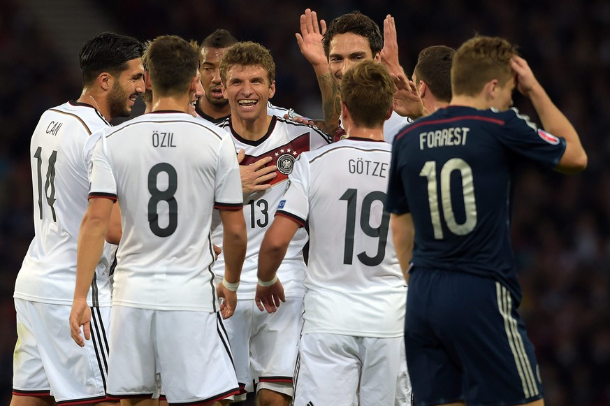 epa04919018 Germany's Emre Can (L-R), Mesut Oezil, Jerome Boateng Thomas Mueller, Mario Goetze and Mats Hummels celebrate after scoring the 1:0 during the UEFA EURO 2016 group D qualifying match between Scotland and Germany at Hampden Park Stadium in Glasgow,Britain, 07 September 2015.  EPA/Federico Gambarini