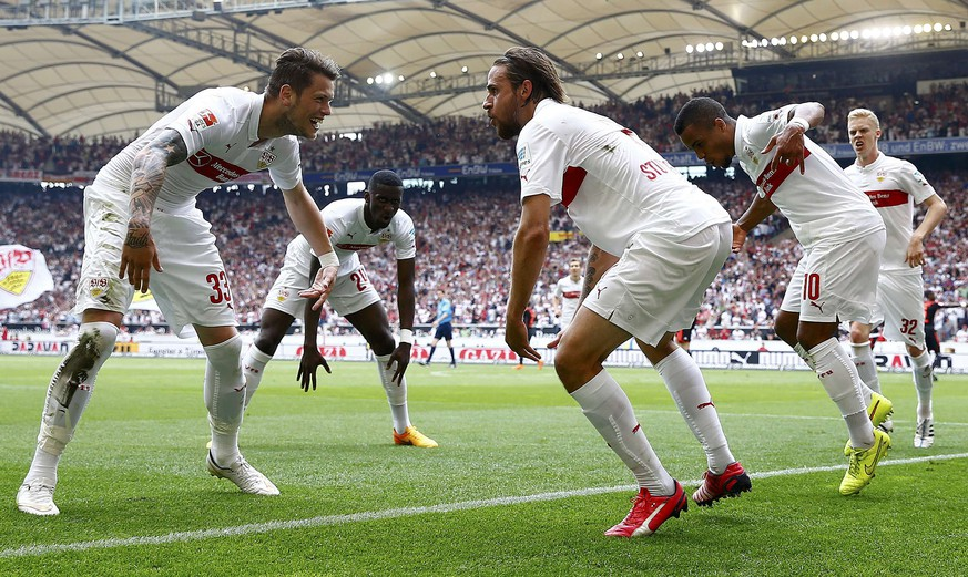 VFB Stuttgart's Daniel Ginczek, Antonio Ruediger, Martin Harnik, Daniel Didavi and Timo Baumgartl (L-R) celebrate during their German Bundesliga first division soccer match against Hamburg SV in Stuttgart, Germany, May 16, 2015.  REUTERS/Kai Pfaffenbach  DFL RULES TO LIMIT THE ONLINE USAGE DURING MATCH TIME TO 15 PICTURES PER GAME. IMAGE SEQUENCES TO SIMULATE VIDEO IS NOT ALLOWED AT ANY TIME. FOR FURTHER QUERIES PLEASE CONTACT DFL DIRECTLY AT + 49 69 650050