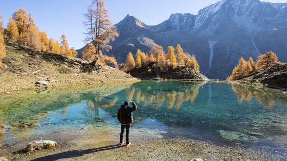 Patrick watches the Lac Bleu (2090m) during a beautiful autumn day, near Arolla, in Valais, Switzerland, this Wednesday, October 18, 2017. (KEYSTONE/Anthony Anex)