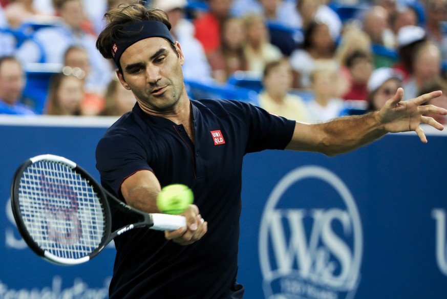 epa06950197 Roger Federer of Switzerland in action against Peter Gojowczyk of Germany during their match at the Western & Southern Open tennis tournament at the Lindner Family Tennis Center in Mason, Ohio, USA, 14 August 2018.  EPA/TANNEN MAURY
